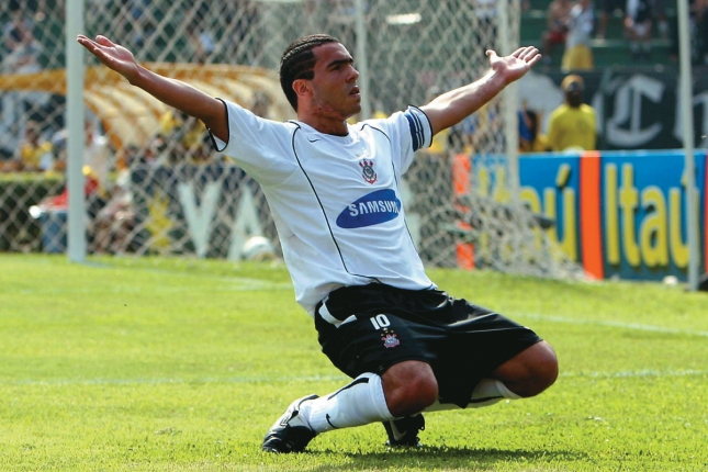 Tevez revela o que fez com primeiro grande salário no Corinthians ... 7451ea51bd6c1