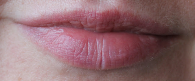 IMG 2444 - Essence Water Kiss Glossy Lip Colour