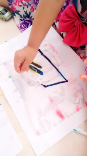 bermain warna