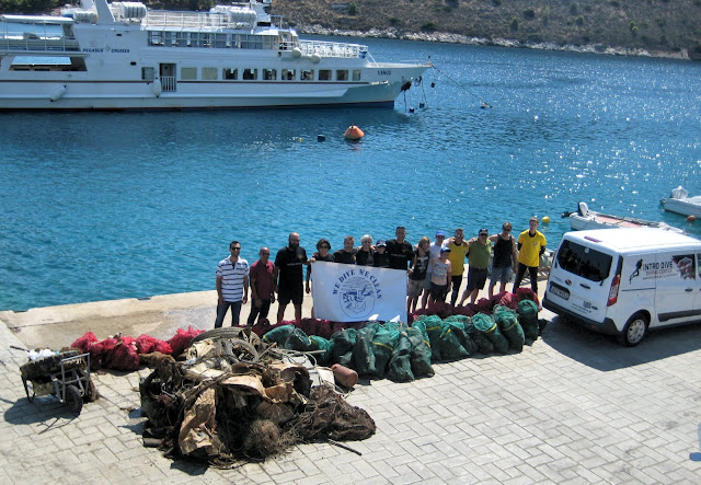 2.500 κιλά απορρίμματα ανέσυραν οι εθελοντές δύτες από το λιμάνι του Τολού