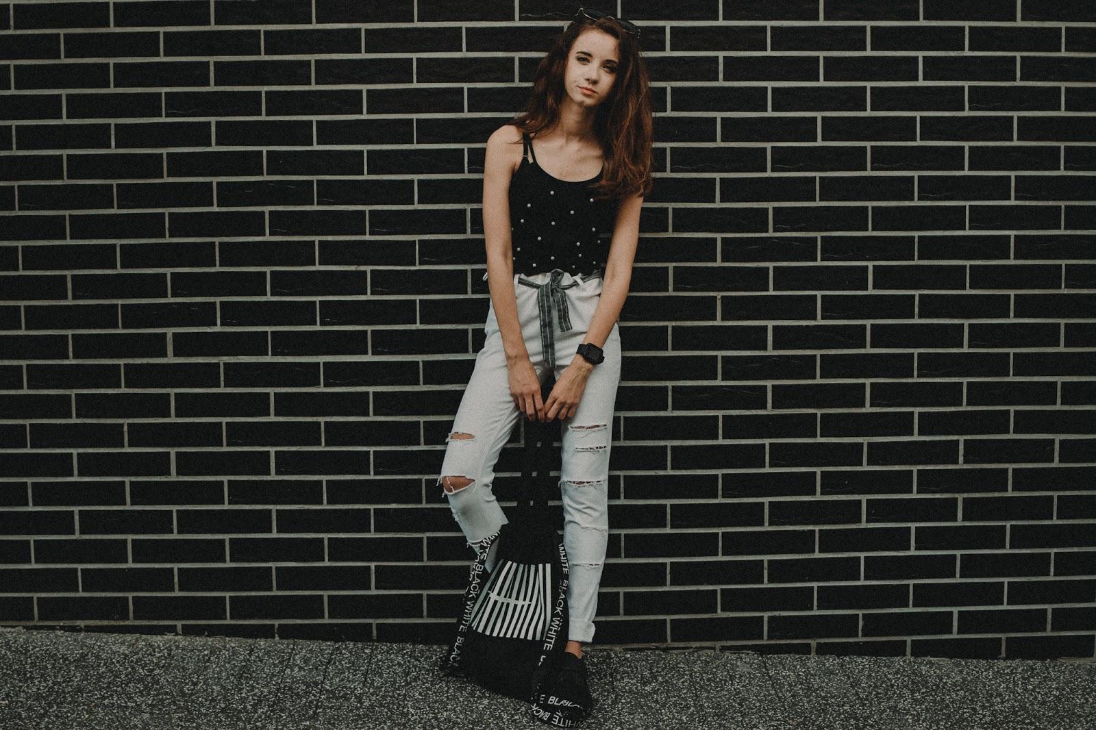 Tylko black & white – bon prix u Mady