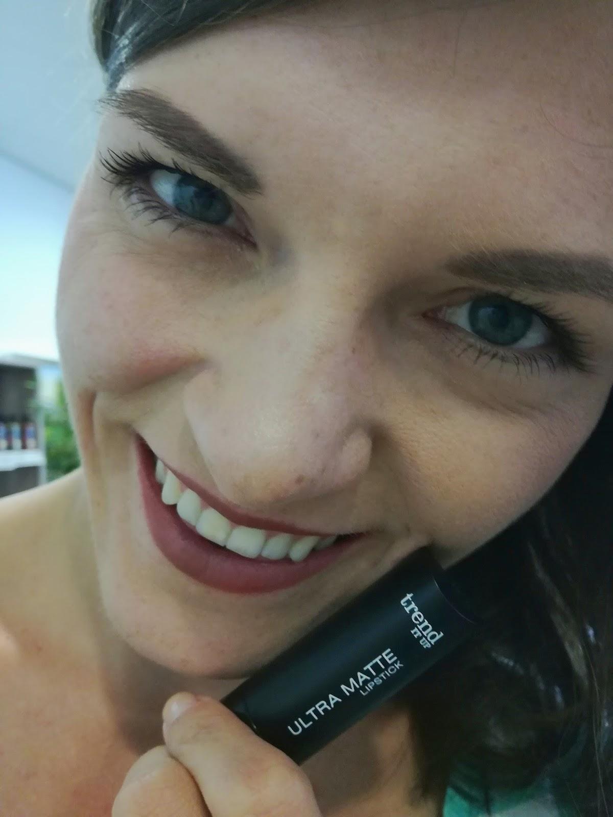trend-it-up-dm-make-up-swatch-ultra-matte-lipstick-470