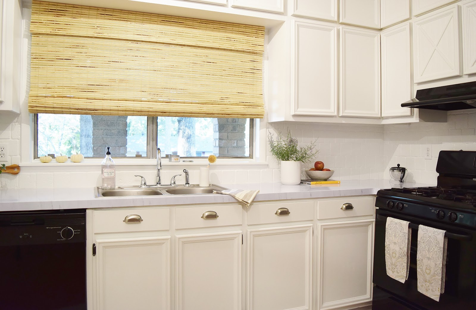 Budget Friendly Kitchen Makeover: Don't Disturb This Groove: Budget Friendly Before-and