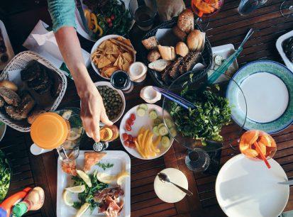 موقع foodiesfeed لتحميل وتنزيل صور الاكل والطعام بجودات عالية مجانآ
