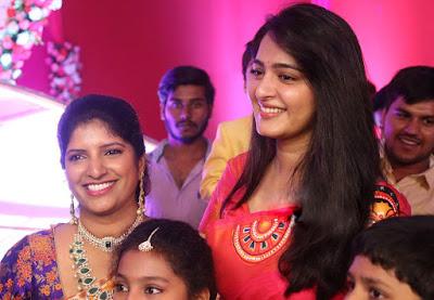 Anushka Shetty Beautiful Saree Stills, Sexy Anushka Heroine Hot 2