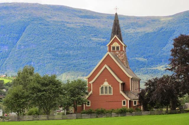 Noorwegen kerkje in Olden