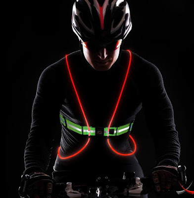 Clever Gadgets to Stay Visible In The Dark - Tracer 360 Visibility Vest