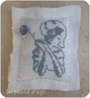 http://silviainpuntadago.blogspot.it/2009/08/un-cuscinetto.html