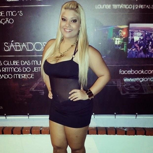 9db9455980b6 Mais magra, Mulher Filé usa vestido transparente em show no Rio