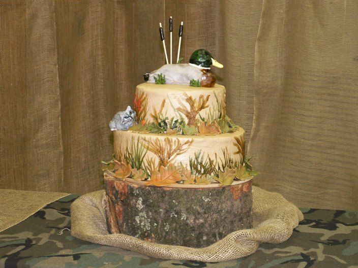 Camoflage Wedding Cakes With Red Ribbon