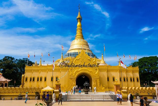 Replika Pagoda Shwedagon Di Taman Alam Lumbini