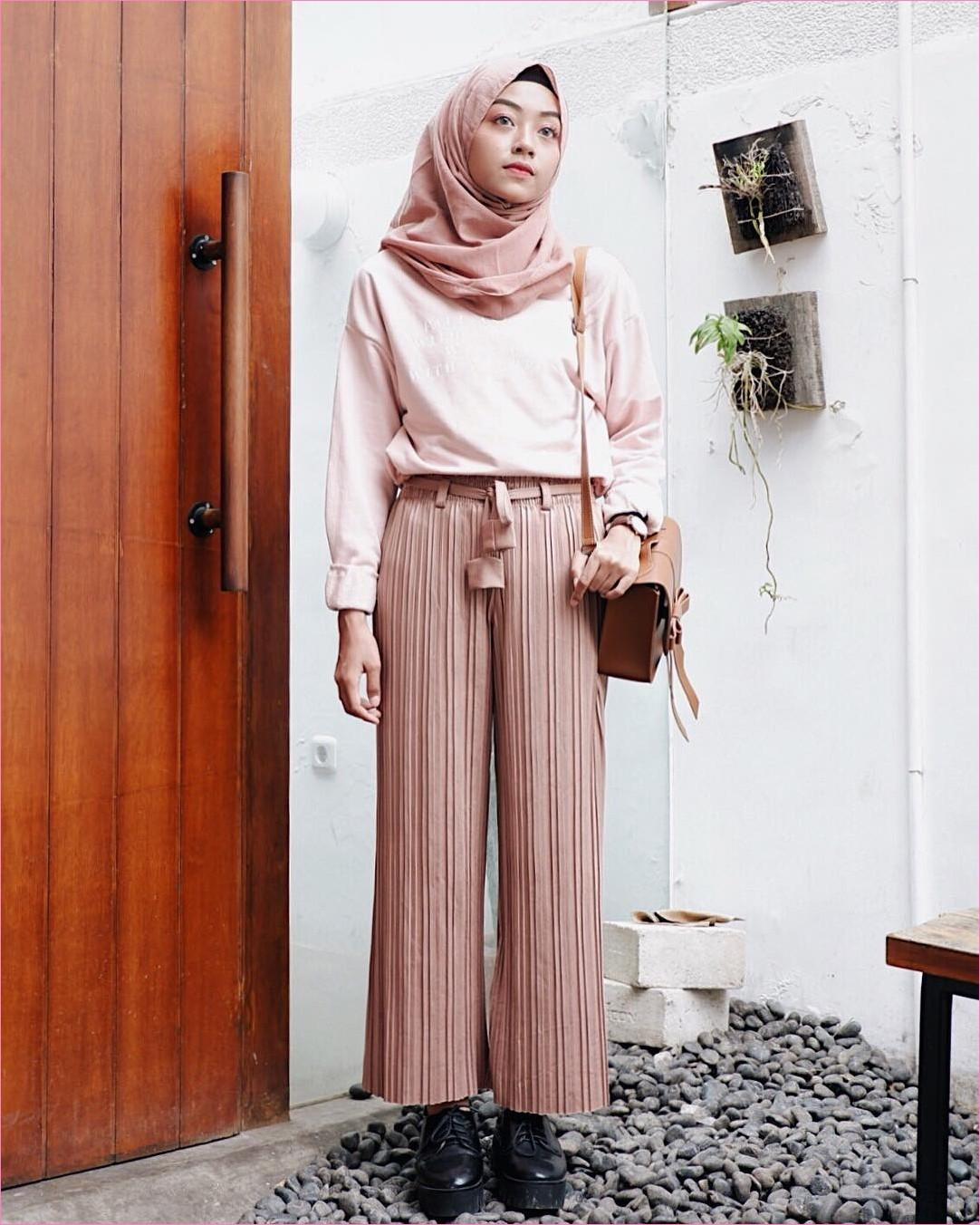 Outfit Celana Cullotes Untuk Hijabers Ala Selebgram 2018 hijab pashmina diamond top blouse kemeja sneakers lace ups hitam cullotes pallazo stripe hitam krem tua slingbags coklat ootd trendy jam tangan