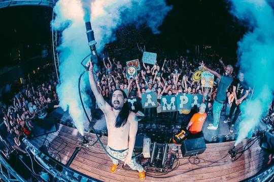DJ Steve Aoki in Tampa, FL performing with CO2 Cryo Stage Jets www.atlspecialfx.com