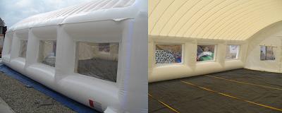 Et telt på 11 x 15 meter (162 m²), delt i 2 moduler monteres av 2 mann på 18 minutter.