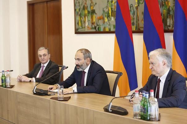 Pashinyan presenta al nuevo canciller de Armenia