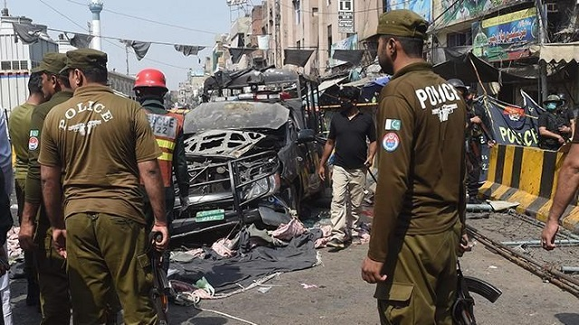 Lahore blast kills 10 amongst five policemen