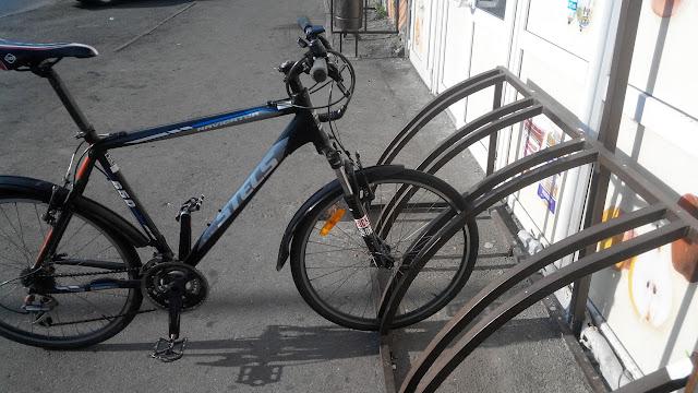 Неудачная велопарковка за переднее колесо