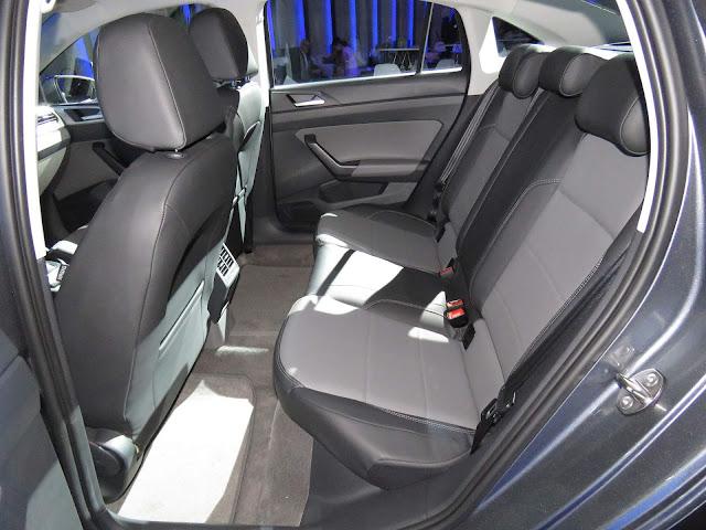 Volkswagen Virtus 2018 (Polo Sedan) - interior - espaço traseiro
