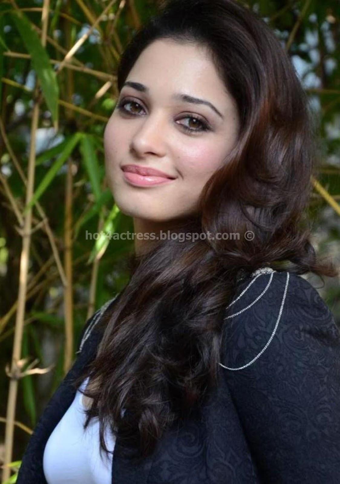 Latest Tamanna In Saree: Telugu Actress Tamanna Latest Photoshoot Pictures