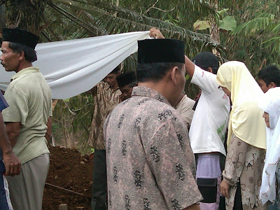 Pemakaman Mbah Parsiem 17