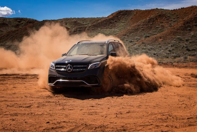 2016 Mercedes GLS 400 4MATIC off-road image
