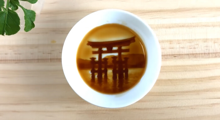 After Pouring Soy Sauce Into These Plates, Beautiful Hidden Paintings Are Revealed