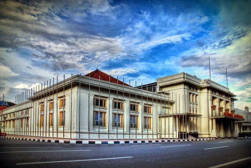 Hasil gambar untuk gedung merdeka