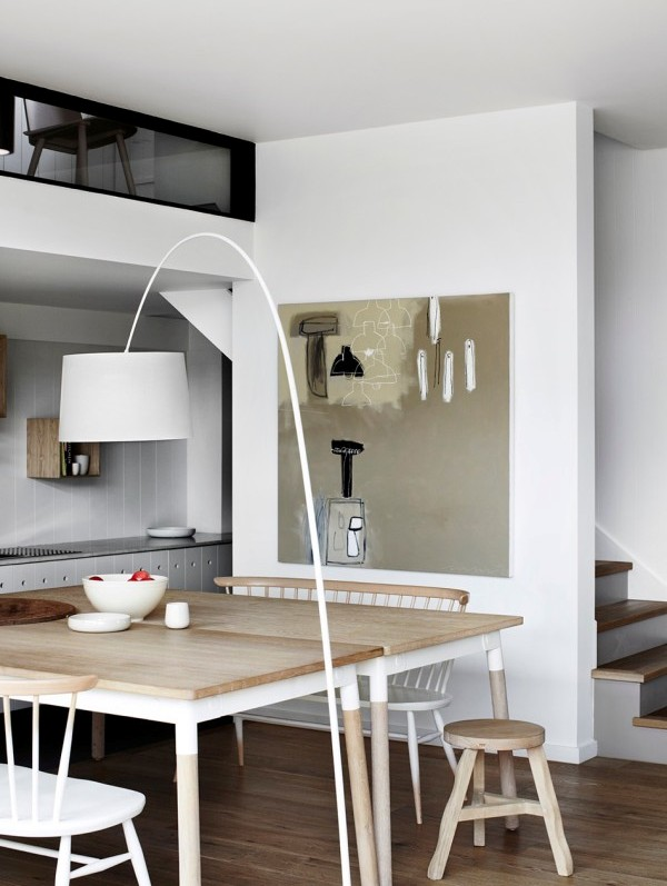 comedor con muebles de estilo nordico en blanco y madera natural chicanddeco