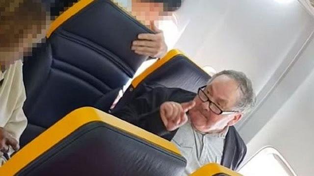 Insultos de passageiro contra idosa negra foram registrados em vídeo por outras pessoas a bordo da aeronave (Foto: Facebook/David Lawrence/BBC)