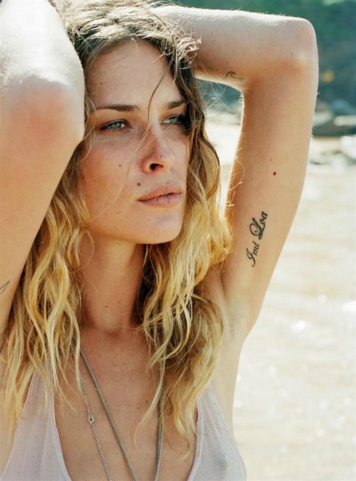 Fotgrafía de una chica tatuada