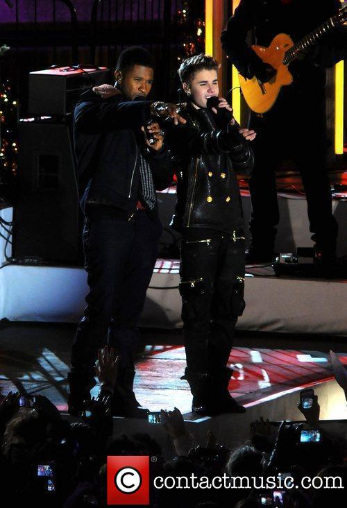 Justin Bieber, Tony Bennett And Diamond Kickstart Xmas In New York ~ Justin Bieber Great