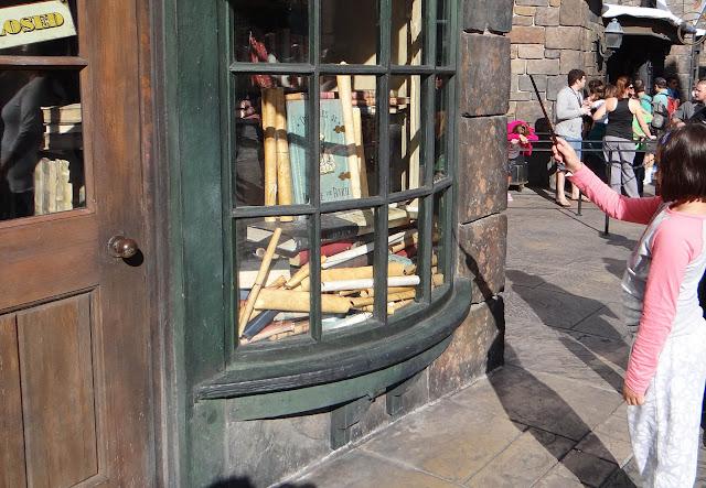 As varinhas interativas do Harry Potter na Universal