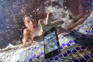 Solusi HP Yang Terendam Air Atau Terkena Air