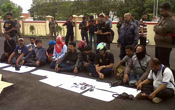 wartawan majalengka demo di kantor satpol pp