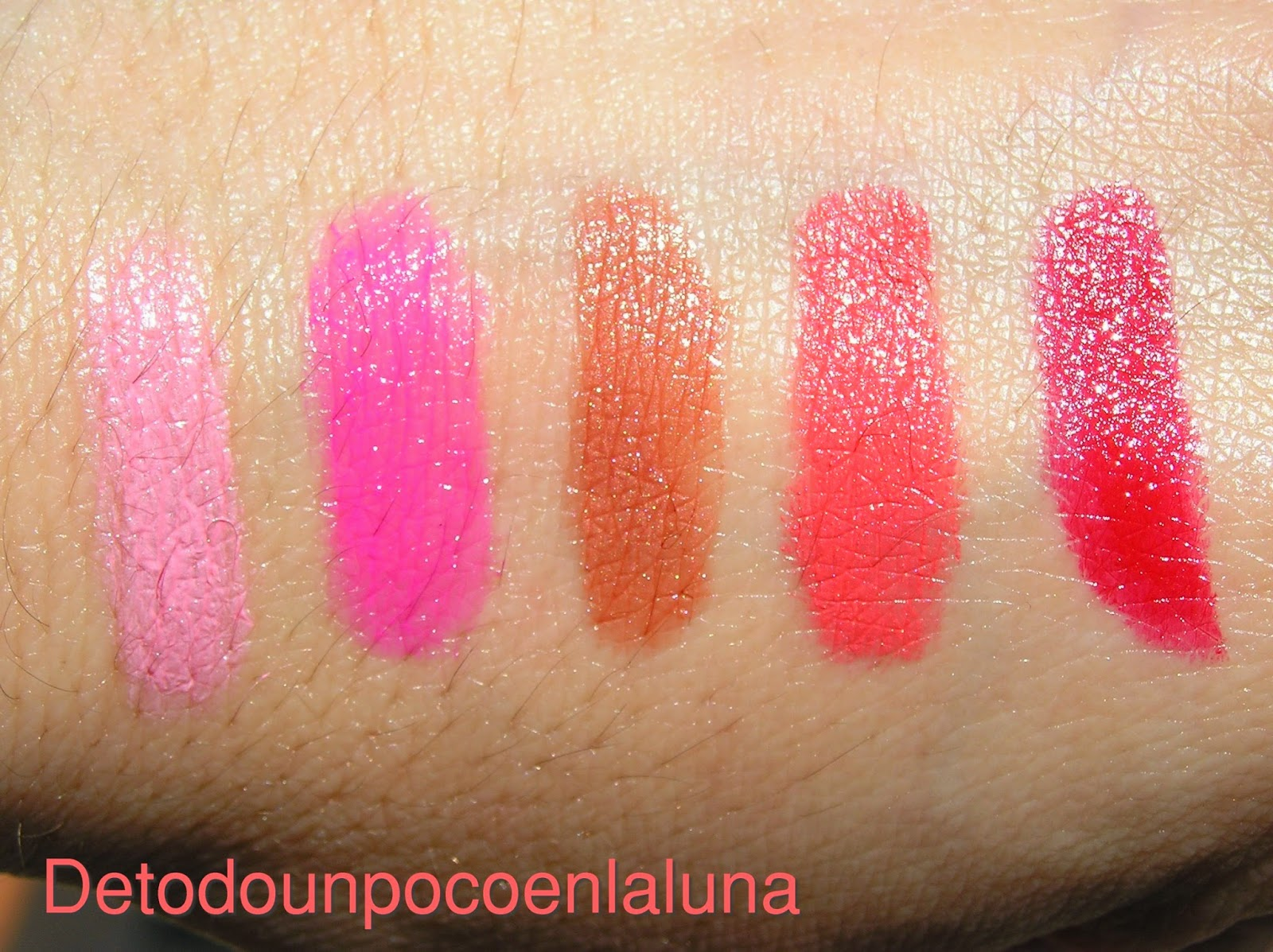 swatches Sticks labiales de Avon colortrend