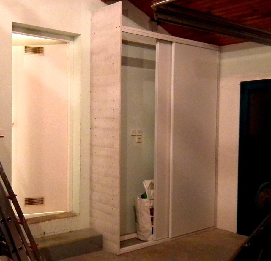 le placard du garage commence exister nouveaux aturins. Black Bedroom Furniture Sets. Home Design Ideas