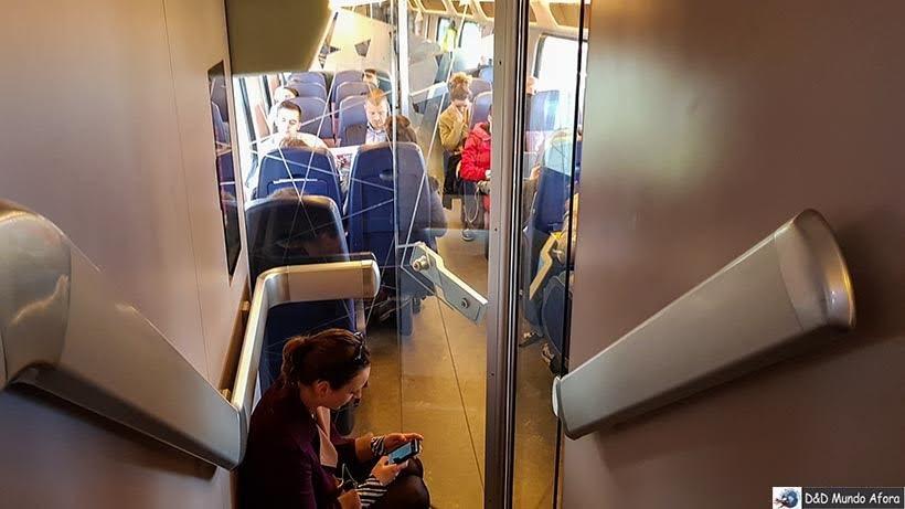 Trem em direção a Amsterdam Centraal - De Londres a Amsterdam: como fazer o trajeto de navio