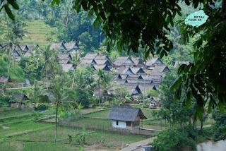 Kampung Naga :Arsitektur Sederhana, Adat, Sunda
