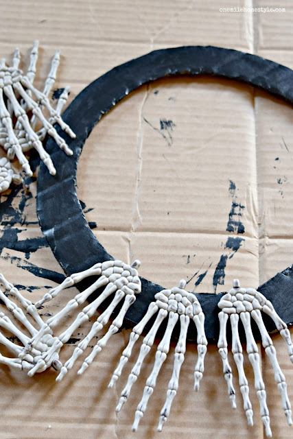 How to make your own DIY Creepy Skeleton Hands Halloween Wreath