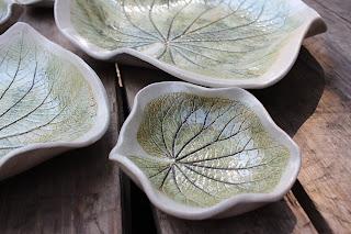 folha de pariparoba em cerâmica por Darly Pellegrini