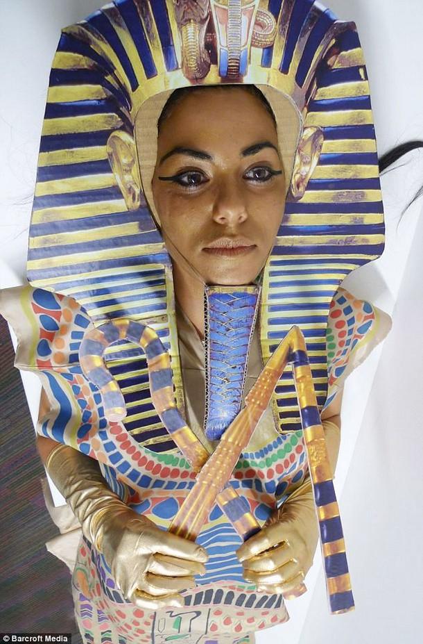 costume queen