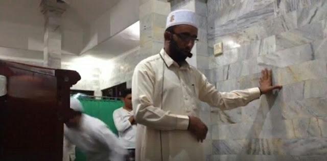 Inilah Sosok Imam yang Tetap Melanjutkan Shalat Saat Gempa