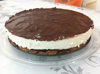 עוגת קרם עם שוקולד חגיגית לפסח