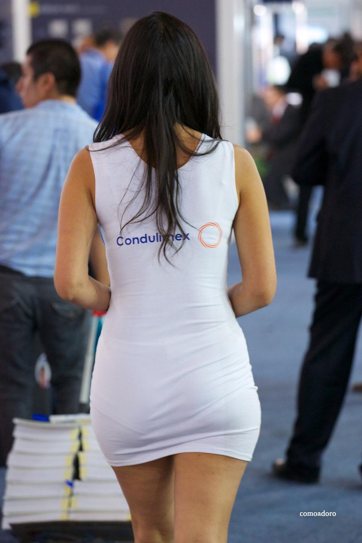 Unas ricas nalgas en minifalda y pantimedias - 1 part 5