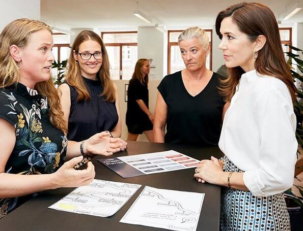 Crown Princess Mary visited Danish Heart Foundation and the Children's Heart Foundation. Noget på hjertet, skirt