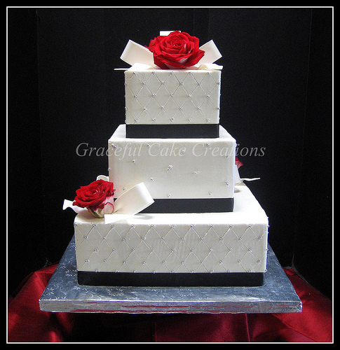 black and white square wedding cake with red roses cakechannel world of cakes square black and white 11841