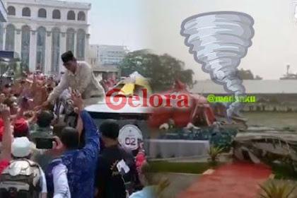 Di Hari yang Sama di Sumut: Prabowo Disambut Ribuan Warga, Kampanye 01 Diterjang Puting Beliung