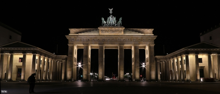 brandenburg gate at night - photo #43