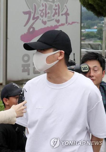10 Potret Park Hyung Sik Mulai Menjalani Wajib Militer