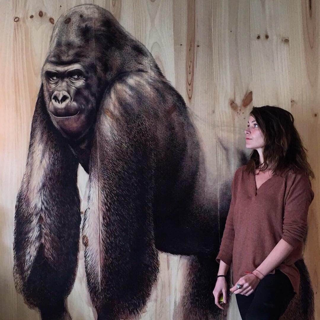 02-Mountain-Gorilla-Martina-Billi-Animal-Drawings-on-Recycled-Wooden-Planks-www-designstack-co